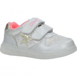 Srebrne buty sportowe brokatowe na rzepy ze skórzaną wkładką Casu F-731. Szare buciki niemowlęce marki Casu, na rzepy. Za 69,99 zł.