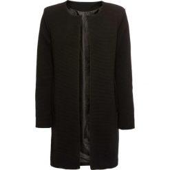Płaszcz w strukturalny wzór bonprix czarny. Czarne płaszcze damskie bonprix. Za 149,99 zł.