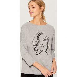 Koszulka oversize z aplikacją - Jasny szar. Brązowe t-shirty damskie marki Mohito, m. Za 59,99 zł.