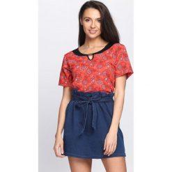 Koralowy T-shirt Mould. Pomarańczowe bluzki damskie Born2be, l. Za 19,99 zł.