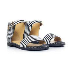 Skórzane sandały w kolorze biało-czarnym. Białe sandały męskie L37, na płaskiej podeszwie. W wyprzedaży za 289,95 zł.