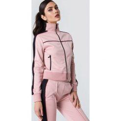 NA-KD Bluza sportowa z suwakiem - Pink. Różowe bluzy sportowe damskie NA-KD, w paski, z poliesteru. Za 202,95 zł.