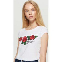 Koszulka z motywem róży - Biały. Białe t-shirty damskie marki Cropp, m. Za 19,99 zł.