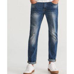Jeansy z dziurami regular fit - Niebieski. Szare jeansy męskie regular marki Sinsay. Za 129,99 zł.