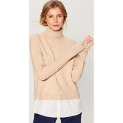 Sweter z koszulową wstawką - Beżowy. Brązowe swetry klasyczne damskie Mohito, l, z koszulowym kołnierzykiem. Za 129,99 zł.