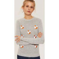 Sweter w lisy - Jasny szar. Szare swetry klasyczne damskie marki House, l. Za 79,99 zł.