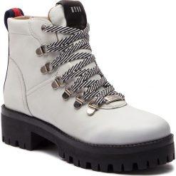 Trapery STEVE MADDEN - Boomer Ankle Boot SM11000245-03001-107 White Leather. Białe buty zimowe damskie marki Steve Madden, z materiału. W wyprzedaży za 439,00 zł.