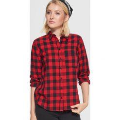 Koszula w kratę - Czerwony. Czerwone koszule wiązane damskie Cropp, l. W wyprzedaży za 39,99 zł.