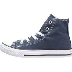Converse CHUCK TAYLOR ALL STAR Tenisówki i Trampki wysokie blau. Czarne trampki chłopięce marki Converse, z nadrukiem, z gumy, przed kolano. Za 179,00 zł.
