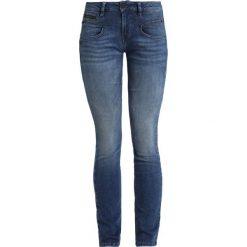 Freeman T. Porter ALEXA  Jeansy Slim Fit fazer. Niebieskie jeansy damskie relaxed fit marki Freeman T. Porter. Za 379,00 zł.