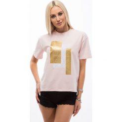 Jasnoróżowy t-shirt z wprasowaną aplikacją 3424. Szare t-shirty damskie Fasardi, z aplikacjami. Za 19,90 zł.
