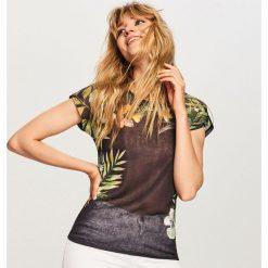T-shirt w kwiaty - Czarny. Białe t-shirty damskie marki Sinsay, l. W wyprzedaży za 24,99 zł.