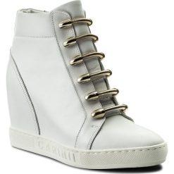 Sneakersy CARINII - B4130 G34-000-PSK-B88. Białe sneakersy damskie Carinii, z materiału. W wyprzedaży za 279,00 zł.