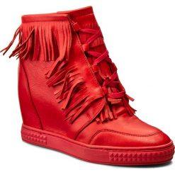 Botki CARINII - B3678 H54-000-POL-B88. Czerwone botki damskie na obcasie marki QUECHUA, z gumy. W wyprzedaży za 269,00 zł.