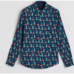 Koszula z motywem świątecznym - Khaki. Brązowe koszule męskie Reserved, l. Za 59,99 zł.