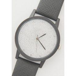 Zegarek z błyszczącą tarczą - Czarny. Czarne zegarki damskie marki House. Za 29,99 zł.