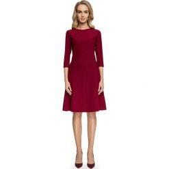 FAUSTINA Sukienka z geometrycznymi cięciami - bordowa. Czerwone sukienki hiszpanki Stylove, w geometryczne wzory, trapezowe. Za 169,90 zł.