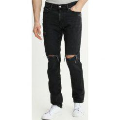 Abercrombie & Fitch Jeansy Slim Fit black wash. Czarne jeansy męskie Abercrombie & Fitch. W wyprzedaży za 368,10 zł.