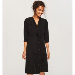 Sukienka z lyocellu - Czarny. Czarne sukienki z falbanami marki Reserved, z lyocellu. Za 159,99 zł.