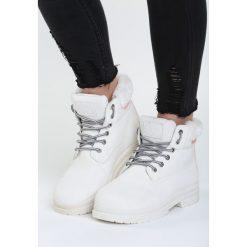 Białe Traperki With Control. Białe buty zimowe damskie Born2be, na płaskiej podeszwie. Za 89,99 zł.