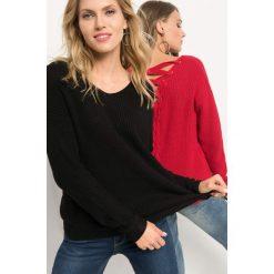 Sweter z wiązaniem na plecach. Niebieskie swetry klasyczne damskie marki Orsay, s, z bawełny, z dekoltem na plecach. Za 79,99 zł.