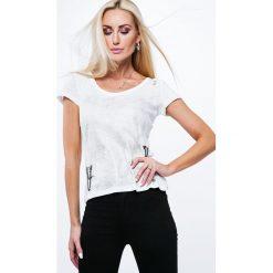 Bluzka z łańcuszkami na plecach kremowa ZZ1061. Białe bluzki na imprezę Fasardi, l, z dekoltem na plecach. Za 47,20 zł.