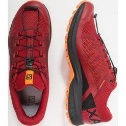 Salomon XA ELEVATE Obuwie do biegania Szlak red dahlia. Czerwone buty do biegania męskie marki Salomon, z gumy. Za 569,00 zł.