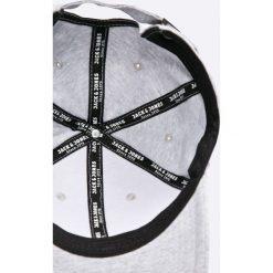 Jack & Jones - Czapka Basic. Czarne czapki z daszkiem męskie marki Jack & Jones, l, z bawełny, z okrągłym kołnierzem. W wyprzedaży za 49,90 zł.