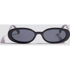 Le Specs Okulary przeciwsłoneczne Outta Love - Black. Czarne okulary przeciwsłoneczne damskie aviatory Le Specs, owalne. Za 222,95 zł.