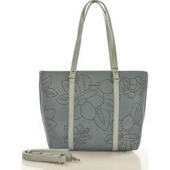 Torebka shopper z ażurem w kwiaty niebieska ELEANOR. Niebieskie shopper bag damskie marki Monnari, w ażurowe wzory, na ramię. Za 169,00 zł.