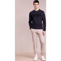 BOSS CASUAL WLAN Bluza dark blue. Niebieskie bluzy męskie marki BOSS Casual, m, z bawełny. W wyprzedaży za 350,35 zł.