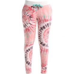 Juvia TIE DYE Spodnie treningowe blossom. Różowe spodnie dresowe damskie Juvia, xl, z bawełny. W wyprzedaży za 463,20 zł.
