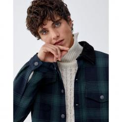 Koszula wierzchnia w kratę ze sztucznym barankiem. Czarne koszule męskie na spinki Pull&Bear, m, z długim rękawem. Za 139,00 zł.