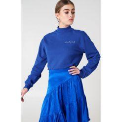 Bluzy damskie: NA-KD Trend Bluza Cool Girl – Blue
