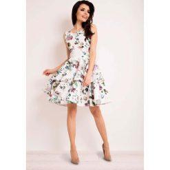 Sukienka Rozkloszowana w Kwiaty z Baskinką. Białe sukienki balowe marki Molly.pl, do pracy, l, w kwiaty, baskinki. Za 139,90 zł.