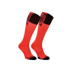Skarpety do piłki ręcznej H500. Czerwone skarpetki damskie marki DOMYOS, z elastanu. Za 19,99 zł.