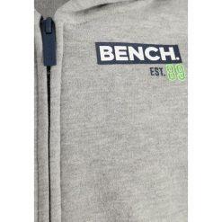 Bench BRANDED TAPE HOODY  Bluza rozpinana grey marl. Szare bluzy chłopięce rozpinane marki Bench, z bawełny, z kapturem. W wyprzedaży za 170,10 zł.