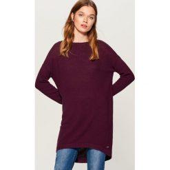 Długi sweter z asymetrycznym dołem - Bordowy. Szare swetry klasyczne damskie marki Mohito, l, z asymetrycznym kołnierzem. Za 99,99 zł.