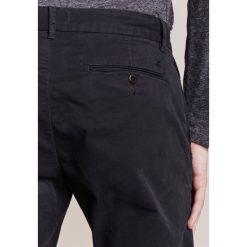 Spodnie męskie: CLOSED CLIFTON SLIM Chinosy black