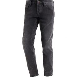 Denham RAZOR Jeansy Slim Fit grey denim. Szare jeansy męskie relaxed fit Denham, z bawełny. W wyprzedaży za 356,85 zł.
