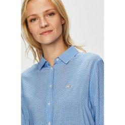 Lacoste - Koszula. Szare koszule damskie Lacoste, z tkaniny, casualowe, z klasycznym kołnierzykiem, z długim rękawem. W wyprzedaży za 359,90 zł.