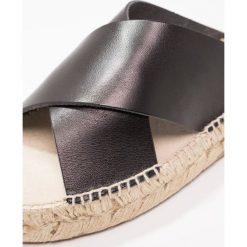 Chodaki damskie: Shoe The Bear THEA Klapki black