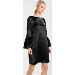 Armani Exchange Sukienka koktajlowa black. Czarne sukienki koktajlowe marki Armani Exchange, l, z materiału, z kapturem. W wyprzedaży za 395,85 zł.