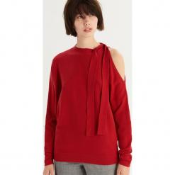 Sweter z odkrytym ramieniem - Czerwony. Czerwone swetry klasyczne damskie Sinsay, l. Za 59,99 zł.