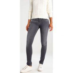 Kaporal LOKA Jeansy Slim Fit metal. Szare jeansy damskie Kaporal. W wyprzedaży za 231,20 zł.