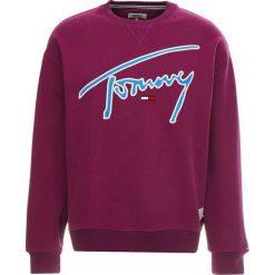Tommy Jeans SIGNATURE CREW Bluza dark purple. Fioletowe bluzy męskie marki Reserved, l, z bawełny. Za 379,00 zł.