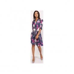 Uniwersalna sukienka z delikatną stójką, SUK155 kwiaty. Szare sukienki na komunię Lanti, do pracy, uniwersalny, w kwiaty, biznesowe, ze stójką, rozkloszowane. Za 179,00 zł.