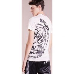 Plein Sport DYSON Tshirt z nadrukiem white. Białe koszulki polo marki Plein Sport, m, z nadrukiem, z bawełny. W wyprzedaży za 621,75 zł.