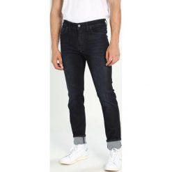 Marc O'Polo DENIM 5POCKET SLIM FIT LOW WAIS Jeansy Straight leg combo. Niebieskie jeansy męskie Marc O'Polo DENIM. W wyprzedaży za 235,95 zł.