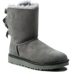 Buty UGG - W Bailey Bow II 1019034 W/Gys. Szare buty zimowe damskie marki Ugg, z materiału, z okrągłym noskiem. Za 1029,00 zł.